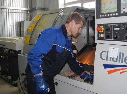 Drehmetallarbeit. CNC-Werkzeugmaschine